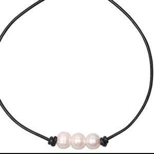 Jewelry - Real freshwater pearl necklace choker